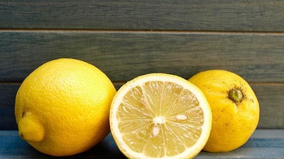 zwei und eine halbe Zitrone