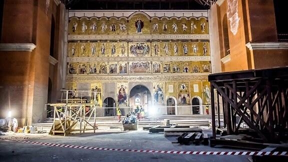 Ikonenwand im Inneren der Kathedrale der Erlösung des Volkes in Bukarest