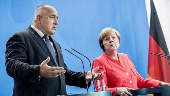Bundeskanzlerin Angela Merkel steht neben dem bulgarischen Ministerpräsidenten Boyko Borissov