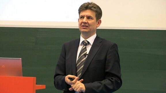 """Attila Aszódi ist Staatssekretär im Ministerium ohne Portfolio, das für den Bau des ungarischen Atomkraftwerks """"Paks II"""" verantwortlich ist."""