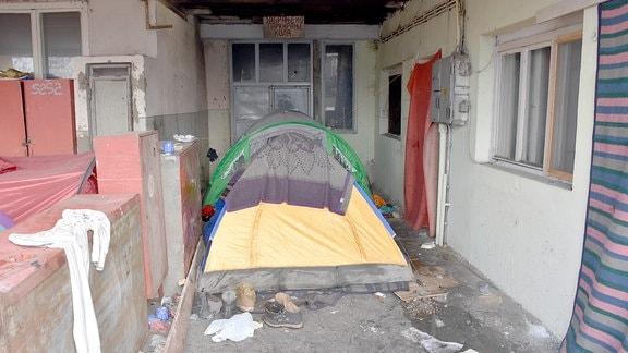 Zelt in Flüchtlingslager Belgrad