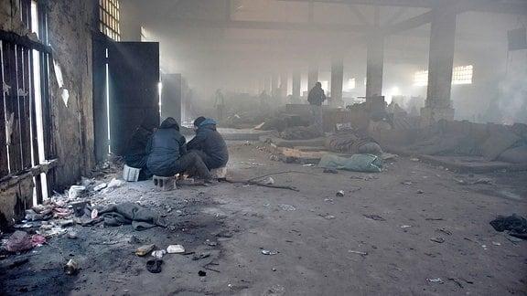 Halle im Flüchtlingslager Belgrad