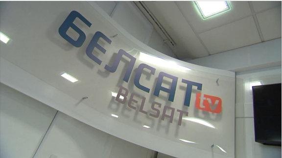 Schrift an einer Wand: Belsat