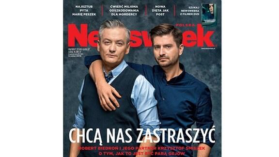 Polnischer Facebook Post, der einen grauhaariger Mann im Anzug zeigt.