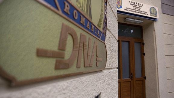 Eingang zum Sitz der rumänischen Anti-Korruptionsbehörde DNA in Bukarest im Juni 2017