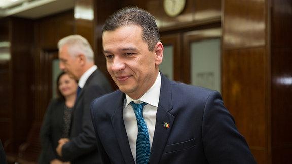 Rumäniens Ministerpräisdent Sorin Grindeanu, im Hintergrund Sachsens Ministerpräsident Stanislaw Tillich; Anlass: Besuch einer 30-köpfigen Delegation sächsischer Politiker und Unternehmer in Bukarest