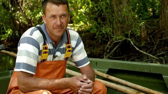 Fischer Dan Hancerenco auf seinem Boot
