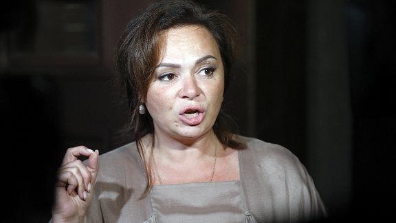 Die russische Anwältin Natalia Veselnitskaya spricht am 11.07.2017 in Moskau mit Journalisten