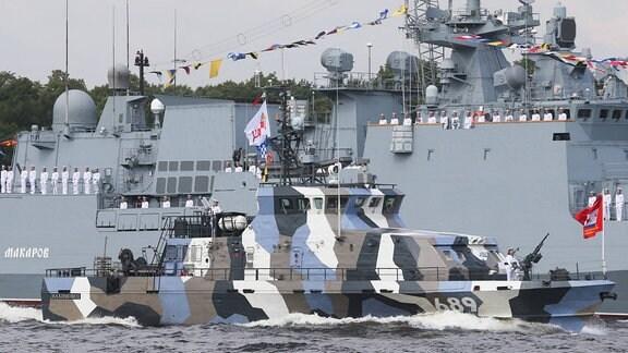 ein russisches Marineschiff