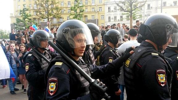Festnahmen bei Nawalny-Demos in Moskau am 12.06.2017 - Sondereinheit der russischen Polizei.