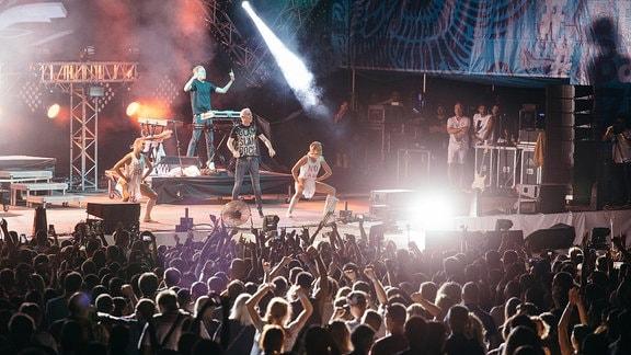 Scooter auf einer Konzertbühne