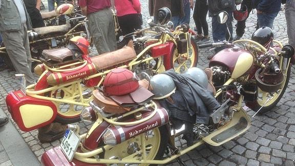 Zwei Böhmerländer-Motorräder