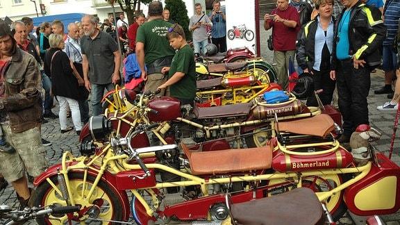Diverse Böhmerländer-Motorräder nebeneinander