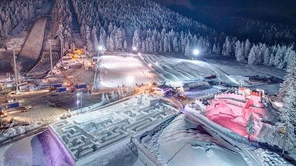 Schneelaybirynth im Snowlandia Park Zakopane in Polen