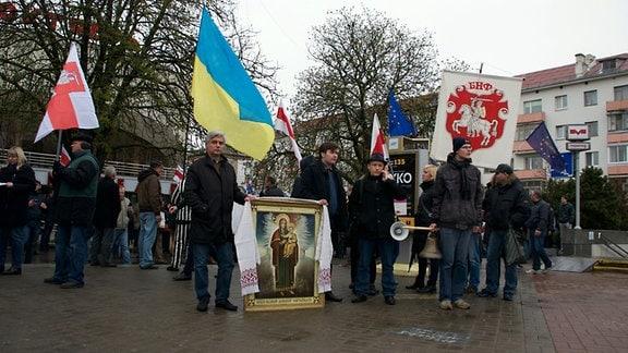 Junge Leute demonstrieren am 26. April 2016 in Minsk, um an die Nuklearkatastrophe von Tschernobyl zu erinnern. Belarus (Weißrussland war am stärksten betroffen).