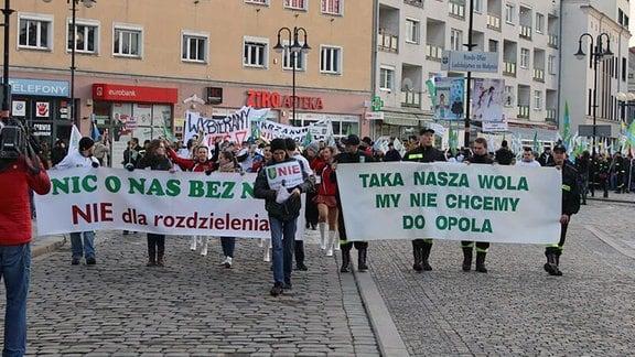 Demonstration von Mitgliedern der deutschen Minderheit in der polnischen Stadt Opole gegen die Eingemeindung mehrerer Ortschaften nach Oppeln