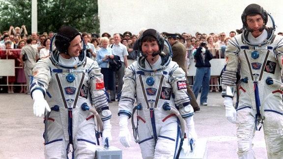 Start Sojus TMA-12 1991, Sergej Krikalew, Anatoly Artsebarsky, Helen Sharman