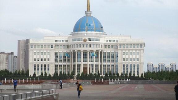 Präsidentenpalast Weißes Haus in Astana Kasachstan