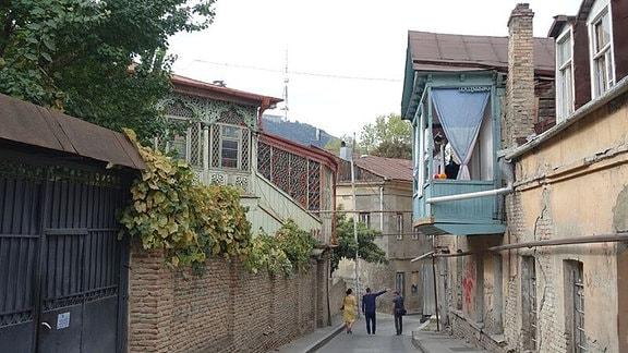 Typische Gasse in der Altstadt von Tbilisi