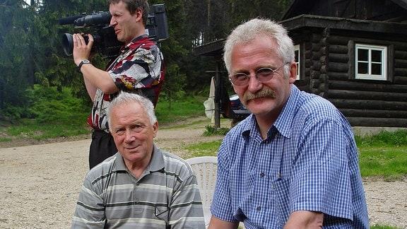 Raumfahrt-Fan Tasillo Römisch (rechts) im Jahr 2003 mit Kosmonaut Sigmund Jähn (links)