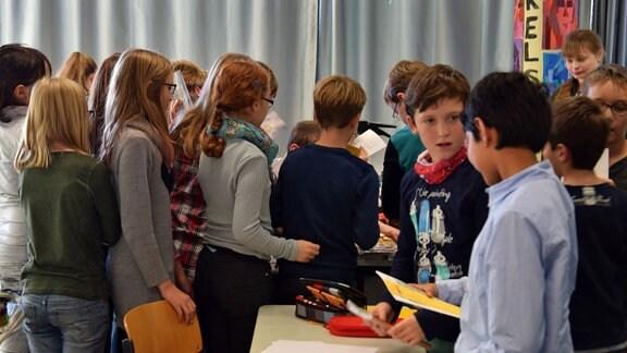 Schüler in einem Klassenraum.