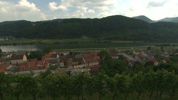 """Der 5000 Seelen-Ort liegt circa 100 km von Ljubljana entfernt. Eine alte Schulfreundin beschreibt sie als bescheiden und kreativ: """"Sie hat aus Stoffresten Neues gemacht"""", sagt Diana Kosar."""