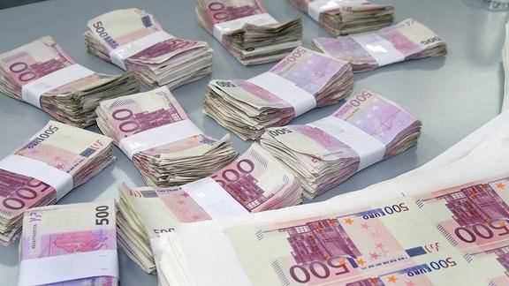 Bündel mit 500-Euro-Banknoten