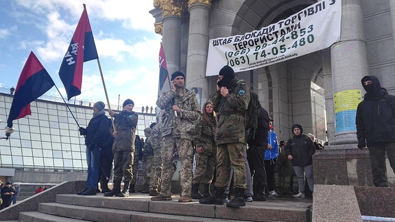 Demonstranten auf dem Majdan fordern Abbruch der Handelsbeziehungen zu den Separatistengebieten in der Ostukraine