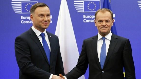 Duda (li.) und Tusk im Europäischen Rat