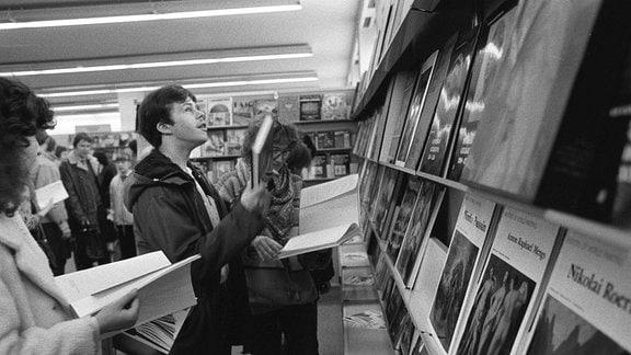 DDR-Bürger auf der Leipziger Buchmesse 1986