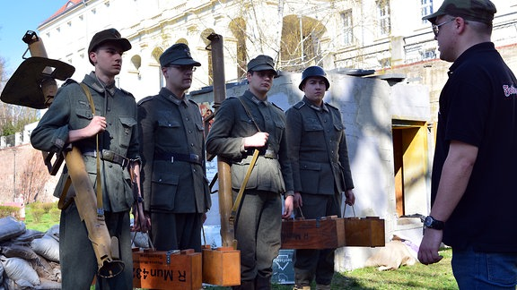 Polnische Schlachtendarsteller in Wehrmachtsuniformen