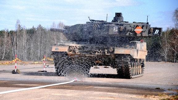 Leopard 2 in Reinigung