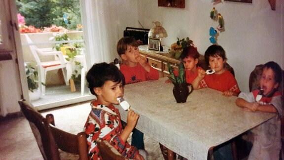 Die Kinder damals im Kinderheim in Sachsen-Anhalt