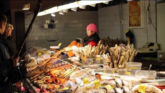 Buntes Markttreiben in Lettlands Hauptstadt Riga.