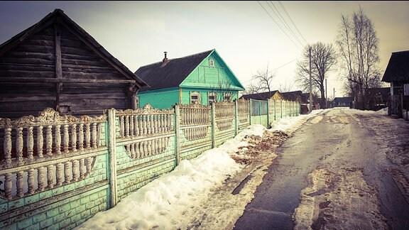Ein Straße in einem russischen Dorf