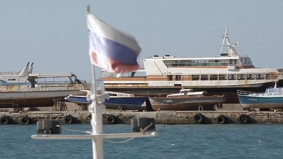 Hafen und Schiffe