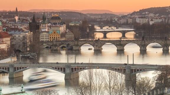 Brücken über der Moldau in Prag.