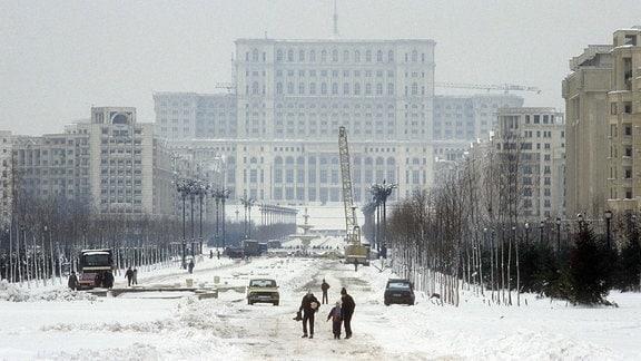 Außenansicht der Baustelle vom Ceausescu-Palast von 1989
