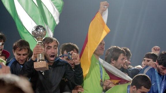 Abchasische Fußballspieler feiern ihren Conifa-WM-Titel 2016