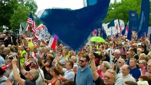 Demonstration in Warschau gegen die geplante Justizreform