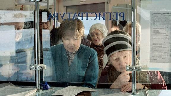 In einem Waggon am Beginn des Zuges werden die Patienten registriert und bekommen ihren Behandlungstermin zugewiesen.