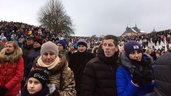 Besucher vom Faschingsfest im litauischen Rumsiskes am 10. Februar