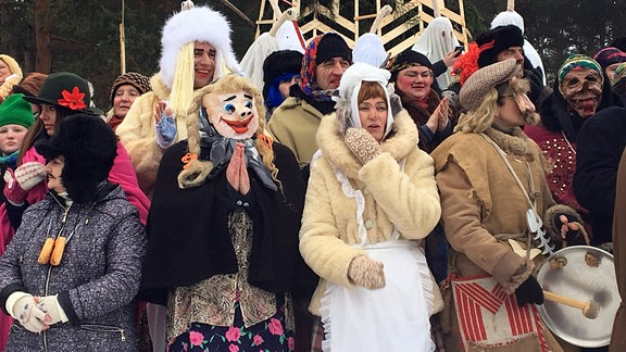 Figuren beim Faschingsfest im litauischen Rumsiskes am 10. Februar
