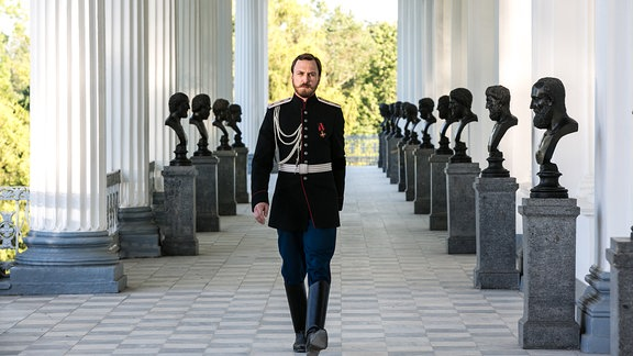 Lars Eidinger als Zar Nikolaus II.