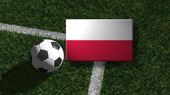 Die polnische Flagge mit einem Fussball
