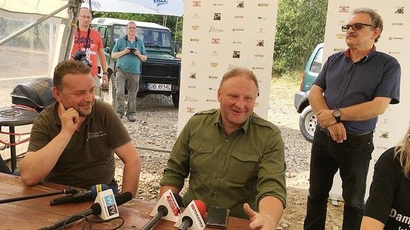 Hobby-Historiker Piotr Koper und Andreas Richter wollen den Zug ausgraben