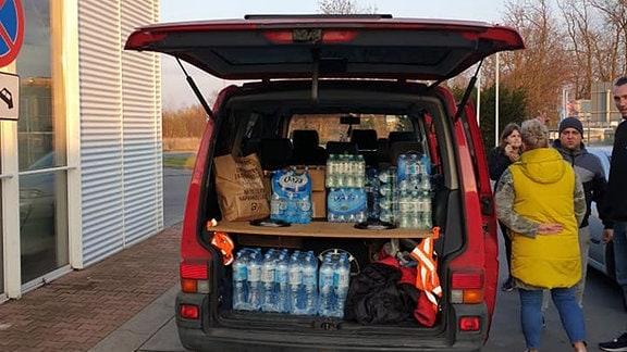 Aus Zgorzelec werden Lebensmittel und Wasser von Marta Wawrzeło und ihren Mitstreiter zur Autobahn gebracht_Agnieszka Hreczuk