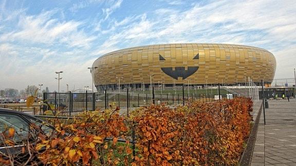 Das Stadion in Danzig sieht von außen wie ein riesiger Kürbis aus.