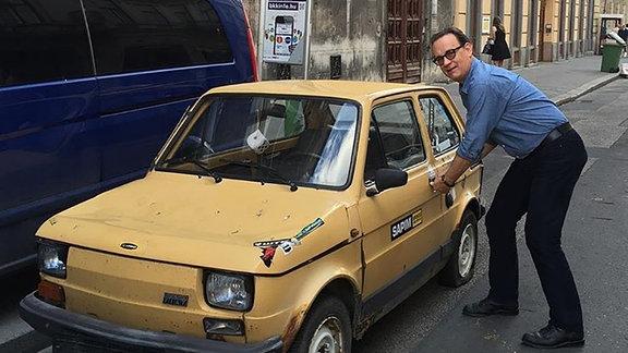 Tom Hanks postet auf Instagram einen gelben Fiat