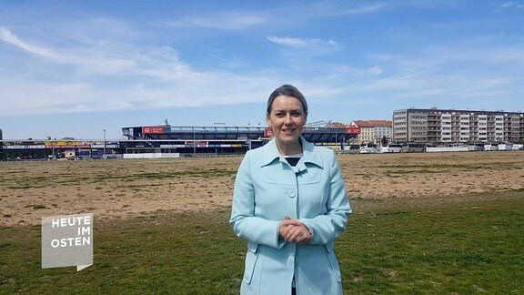 Helena Sulcova vor Stadion in Prag